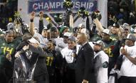 Chip Kelly hug after Pac-12 title game