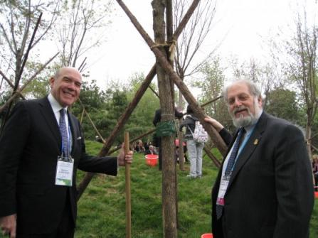 Denis Simon and Richard Lariviere planting the UO Commemorative Tree